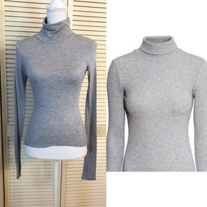 •H&M Wool Blend Gray Long Sleeve Turtleneck•